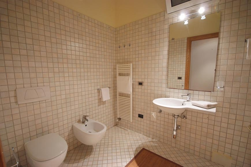 A bathroom of a room with independent access